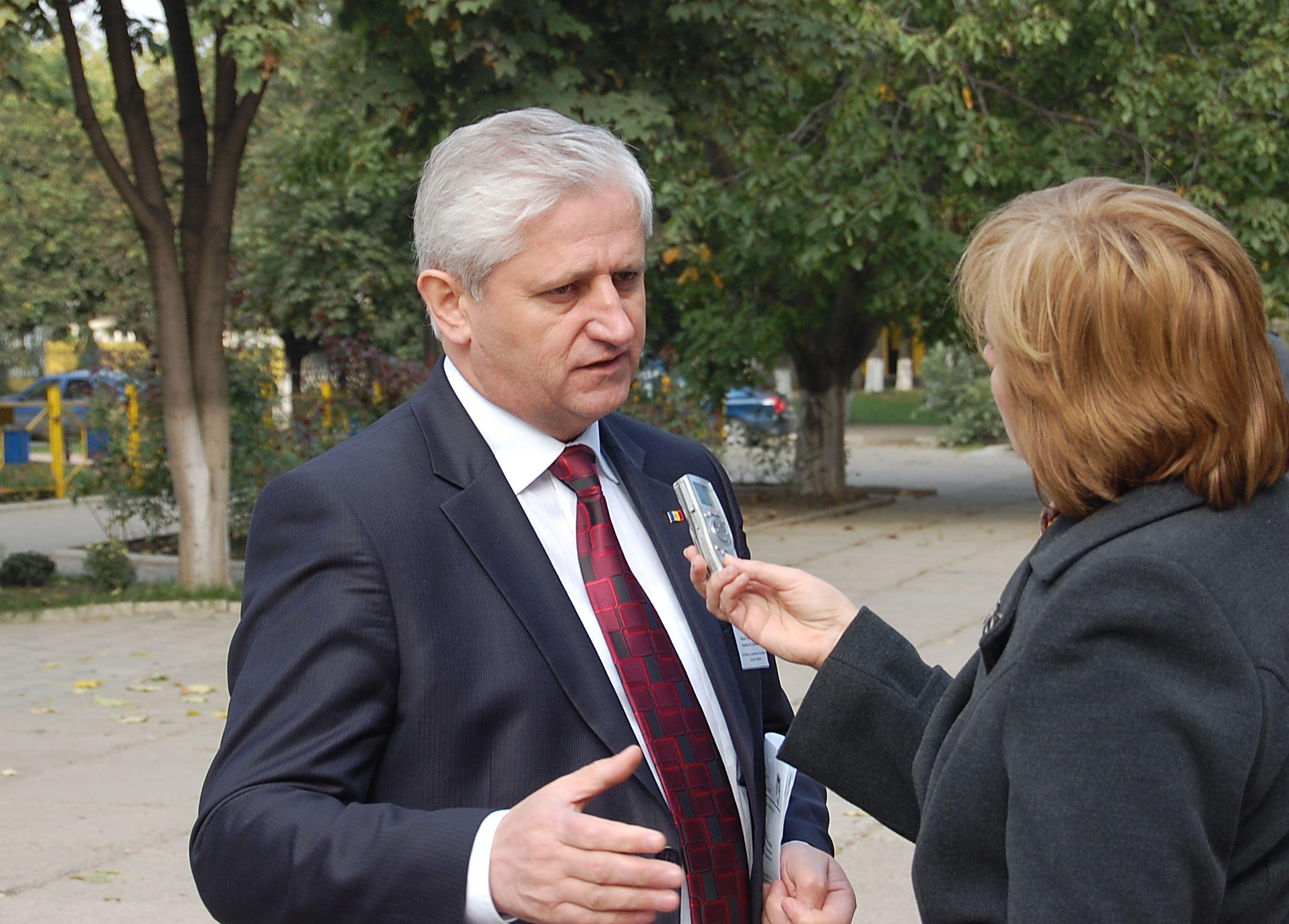 Valeriu Cosarciuc, ministrul Agriculturii si Alimentatiei
