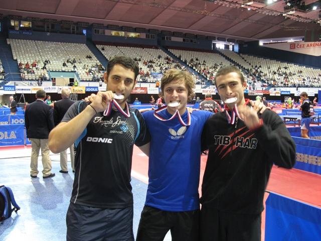 Mihai Adam (în dreapta) după înmînarea medaliilor la Campionatul Europei