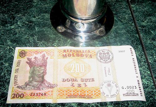 Bancnota falsa de 200 de lei