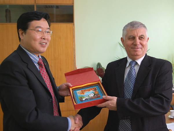 Ambasadorul Chinei in Moldova, Fang Li cu presedintele raionului Ungheni, Ion Harea