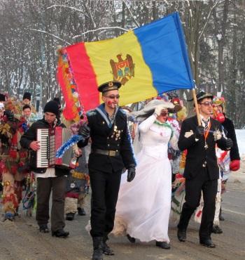 Pe strada centrală a Ungheniului, invitînd lumea la festival