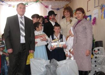 """reprezentanţii """"Silva-Centru"""" din Ungheni în ospeţie la copiii de la Centrul de plasament din Sculeni"""