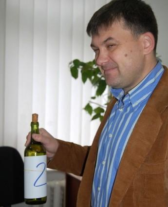 """Dorin Budeanu, reprezentantul filialei Ungheni a Camerei de Comerţ şi Industrie, organizatorul concursului """"Polobocul de aur"""""""