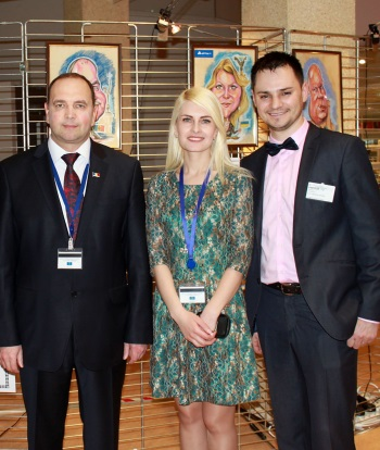 Cei trei ungheneni la Strasbourg. De la stînga la dreapta: Alexandru Ambros, Marina Scutaru, Alexandru Plăcintă