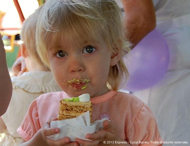 Fotografia săptămînii | Fericire la Sanatoriul pentru copii din Corneşti. Un dulce salut din… Europa