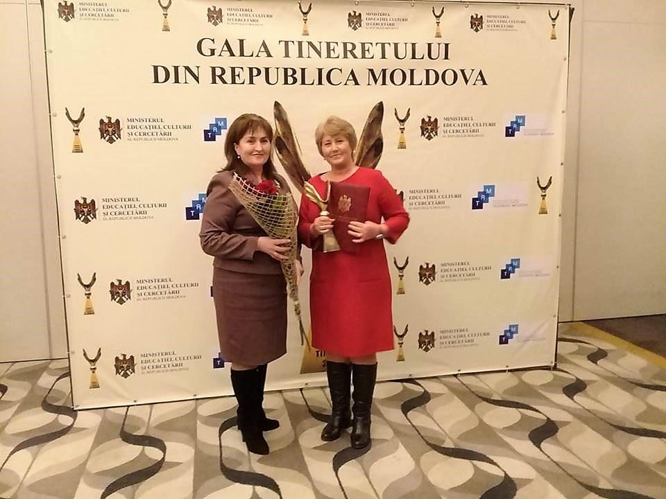 Tatiana Lazăr (în dreapta) împreună cu Iulia Pancu, șefa Direcției Educație Ungheni