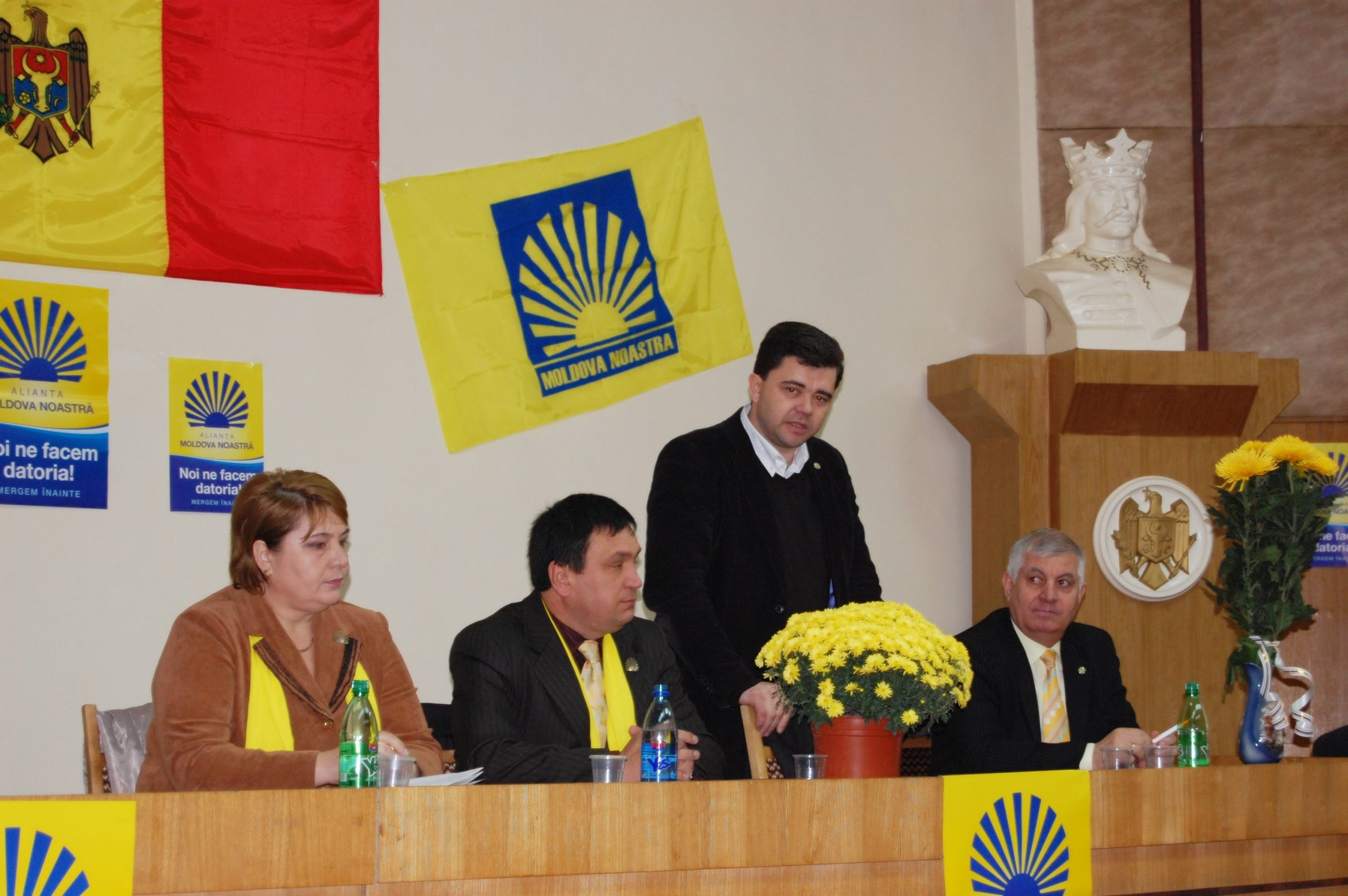 Anul 2010. Conferința AMN la Ungheni. De la stânga la dreapta: Ludmila Guzun, Alexandru Lipcan, Victor Osipov, Ion Harea