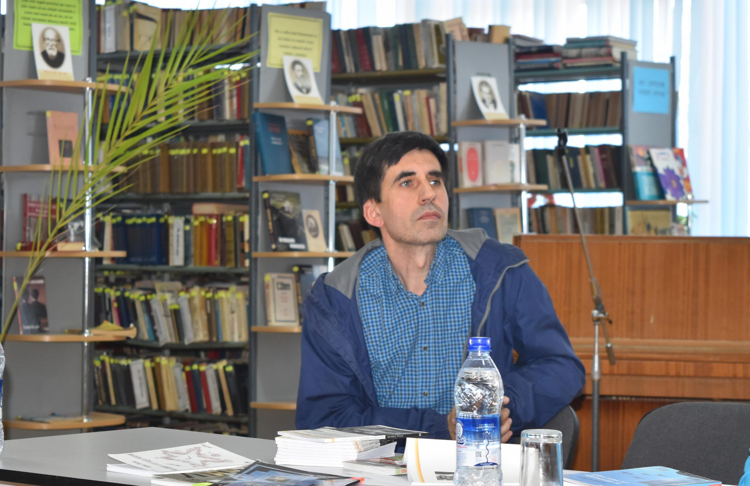"""Iulian Ciocan la Biblioteca """"Dimitrie Cantemir"""" din Ungheni"""